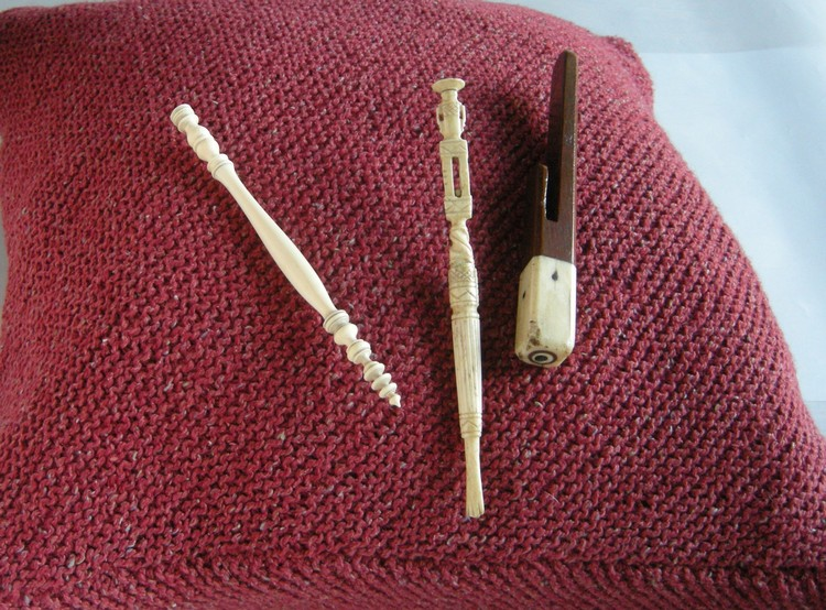 A-History-of-Knitting-Tools-11