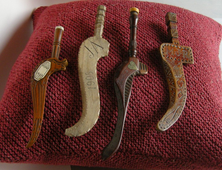 A-History-of-Knitting-Tools-15