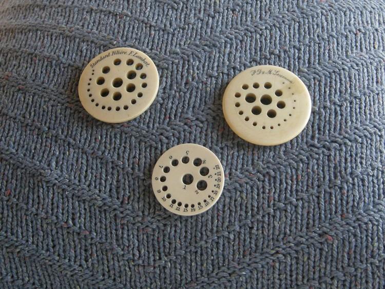 A-History-of-Knitting-Tools-24
